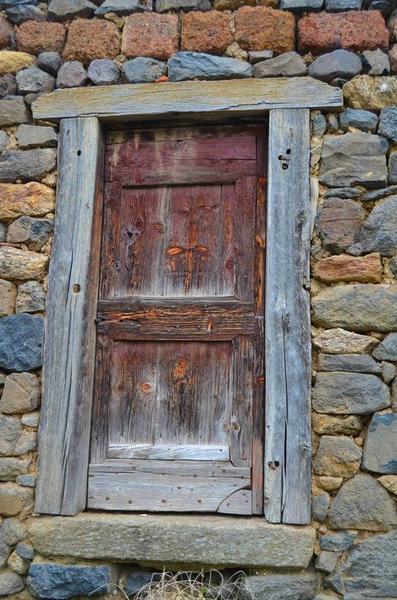 Façade ouest, détail de la porte