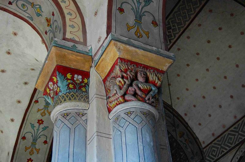 Détail de deux chapiteaux de la nef