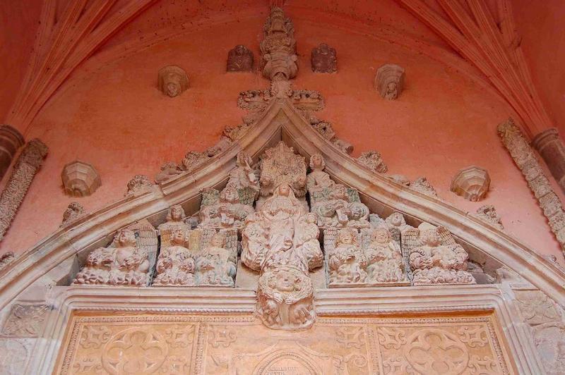 Porche occidental, détail du linteau