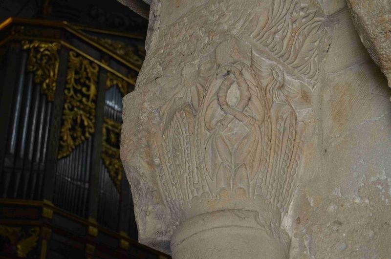 Bas-côté sud, détail d'un des chapiteaux sculptés