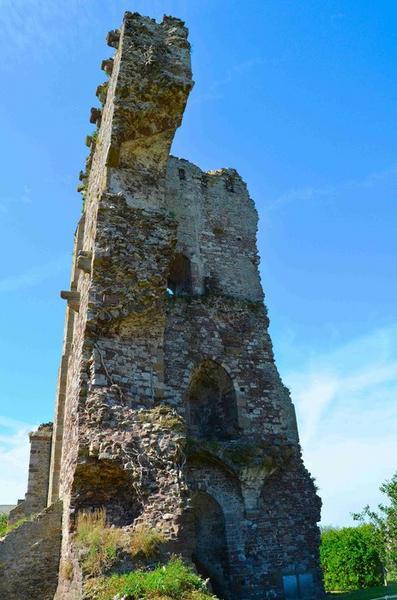 Ruines du donjon, vue partielle