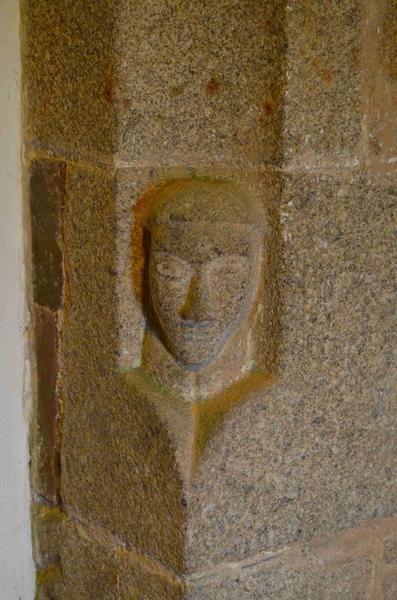 Détail, pilier sculpté