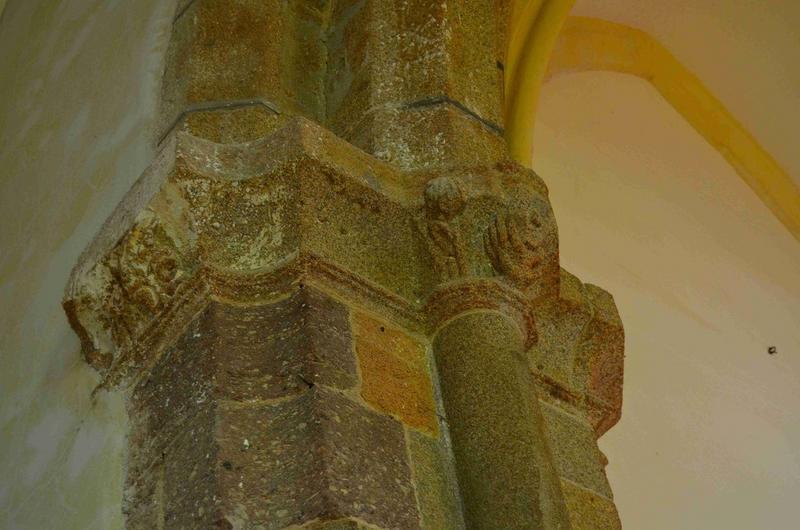 Détail, chapiteau d'une des piles du clocher
