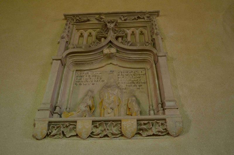 Fragment de la pierre tombale de Philippe d'Argouges et de son épouse Marguerite de Champagne, vue générale