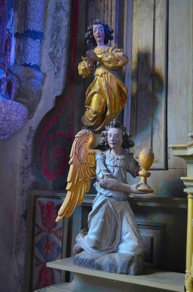 Statuettes : anges, vue générale