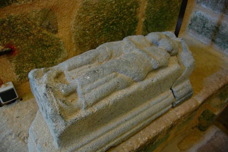 monument funéraire : gisant d'un couple, vue générale