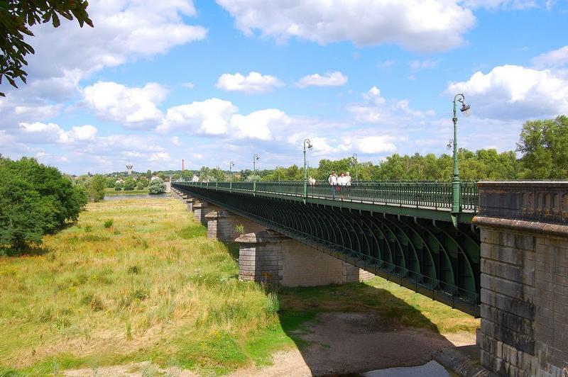 Pont-canal sur la Loire (également sur commune de Saint-Firmin-sur-Loire)
