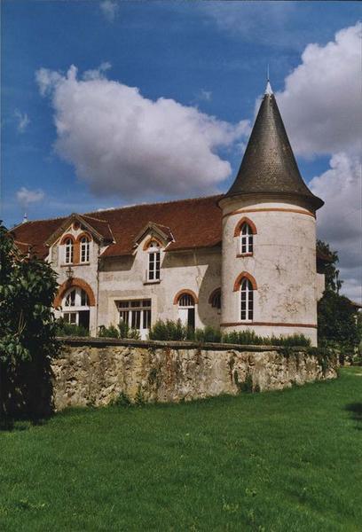 communs, façade ouest, vue partielle