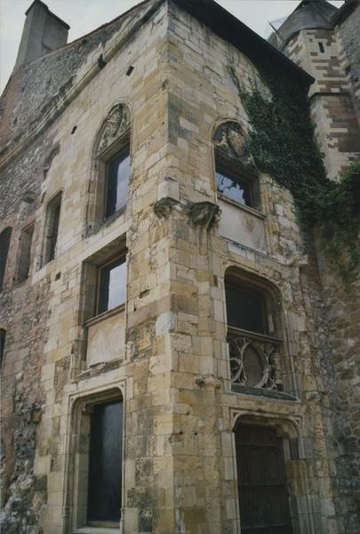 Ancien château ou Palais des ducs de Bourbon