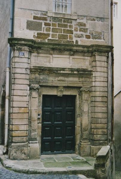 vue générale de la porte d'accès sur rue