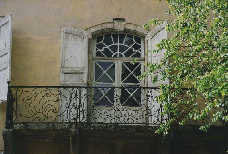 détail d'une des fenêtres du premier niveau