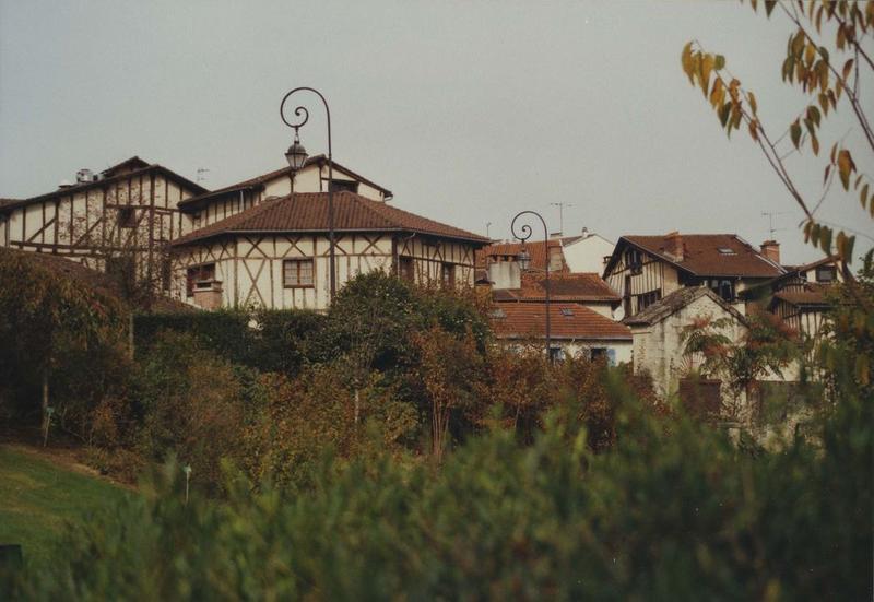 vue générale de la maison dans son environnement