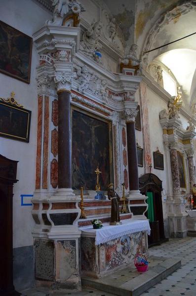 Autel retable de la Crucifixion, tableau : la Crucifixion, avec donateurs et saints patrons