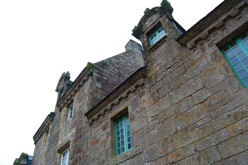 façade est, vue partielle de la façade