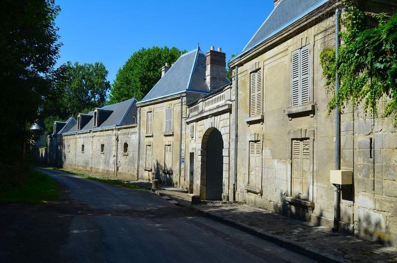Communs, façades sud sur rue, vue générale