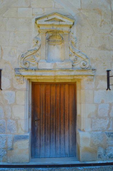 Grand logis, façade ouest, détail d'une porte