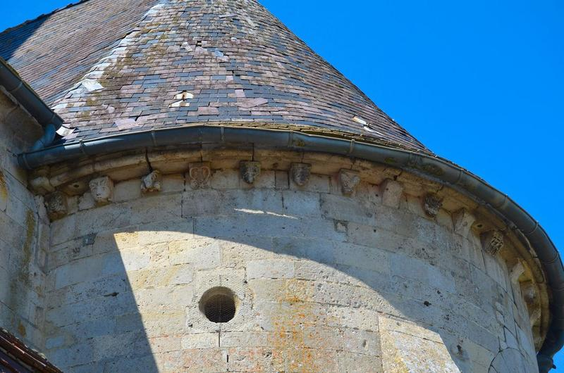 Chevet, détail des corbeaux de pierre