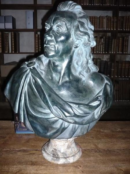Buste de Louis Leclerc de Buffon, vue générale