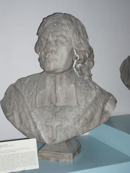 Buste de Jacques-Bénigne Bossuet, vue générale