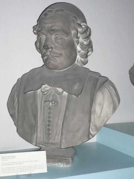 Buste de Charles Fevret, vue générale