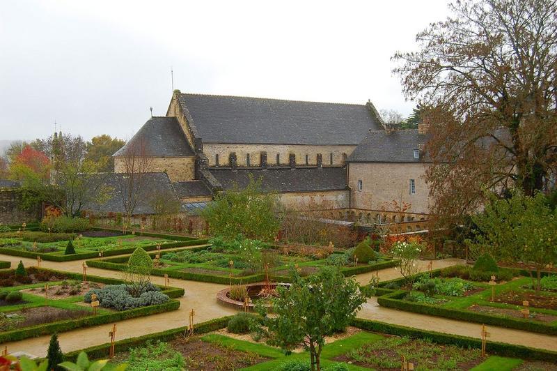 vue générale de l'église abbatiale, versant nord