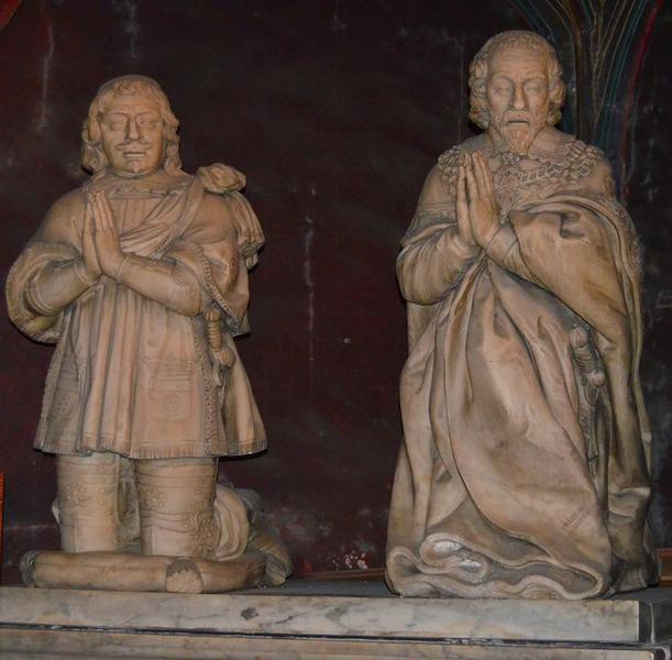 2 statues : Charles, marquis de Rostaing et Messire Tristan, marquis de Rostaing