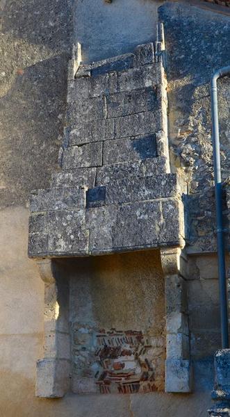 Détail d'une ancienne cheminée, façade sud