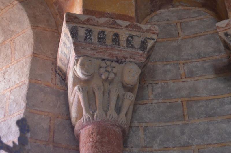 Absidiole nord, détail d'un chapiteau sculpté
