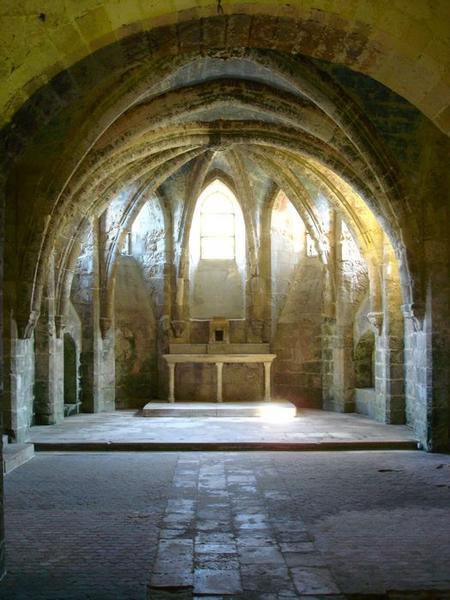 Église abbatiale, crypte, vue générale