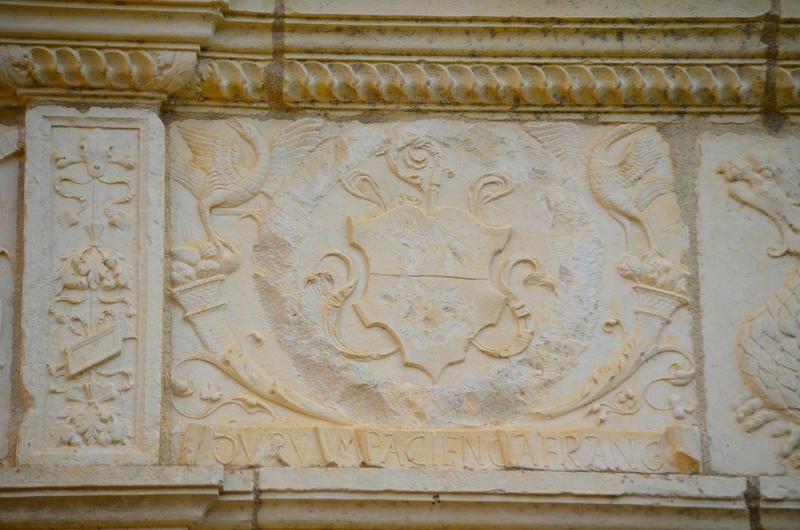 Façade sud-ouest , bandeau sculpté, détail