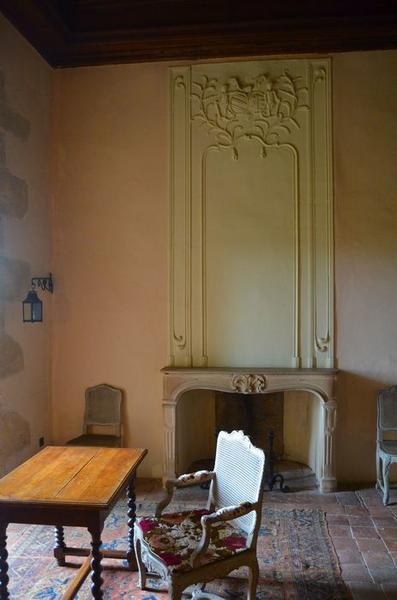 Chambre seigneuriale, 1er étage, cheminée du salon, vue générale