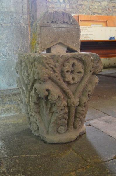 Sculpture: chapiteau déposé, vue générale