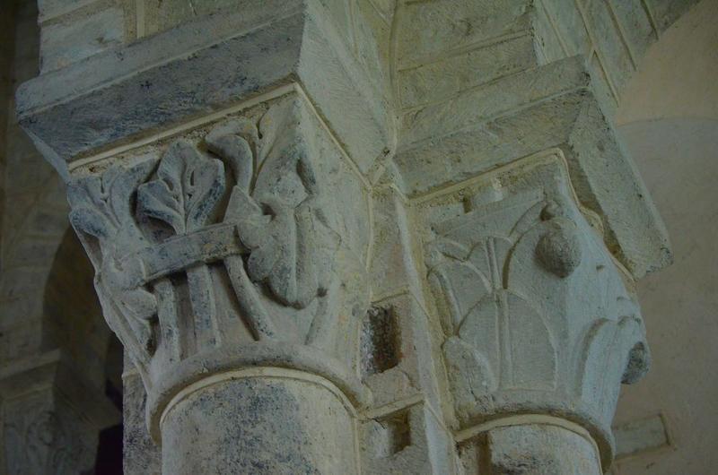 Nef, détail de deux chapiteaux sculptés