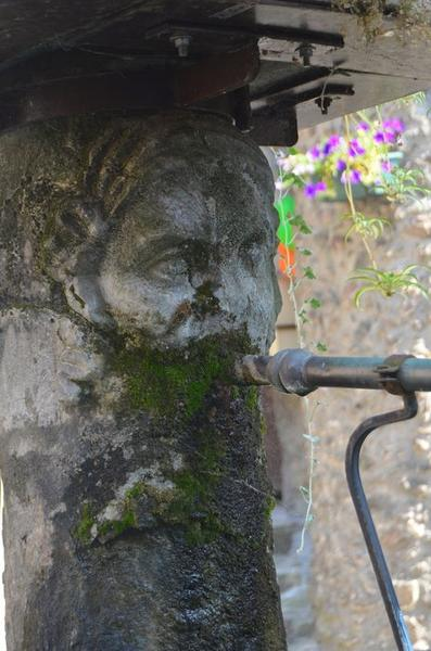 Détail d'un des masques de fontaine
