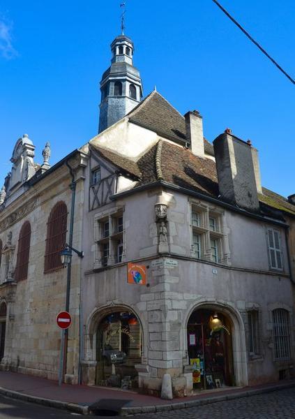 Vue générale des façades sur rue
