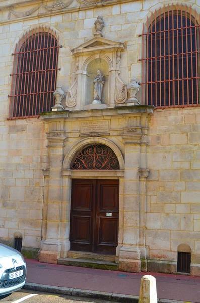 façade de la chapelle, vue partielle