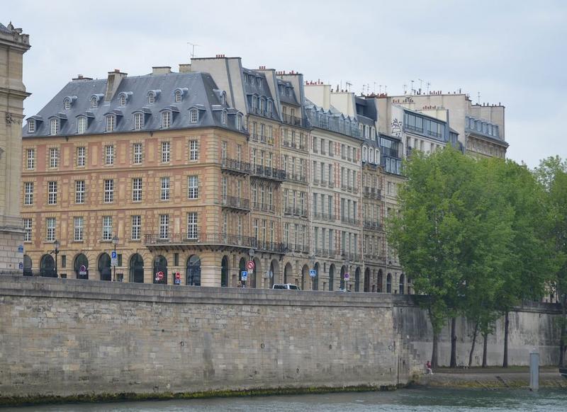 vue générale de l'immeuble dans son environnement