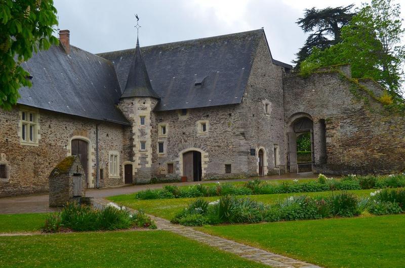 Communs, façades nord et ouest sur cour, vue partielle