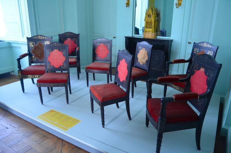 Chaises, fauteuils, vue générale