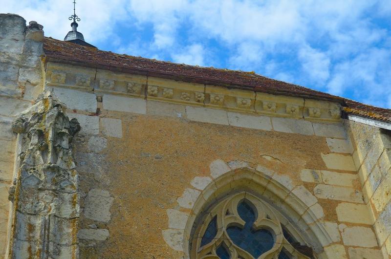 Chevet, détail de la corniche de la chapelle sud