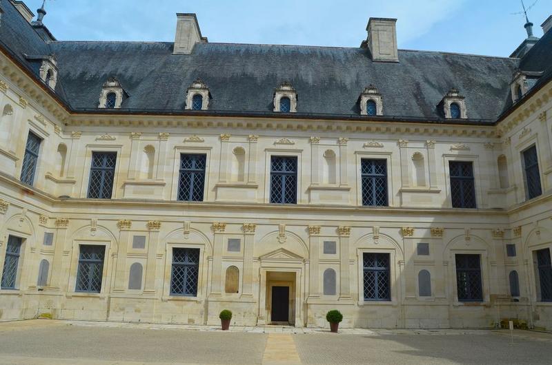 Cour intérieure, aile est, façade ouest, vue générale