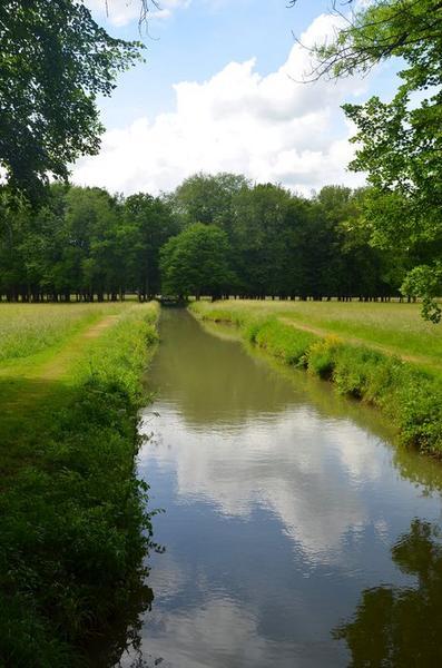 Parc, vue générale d'un canal
