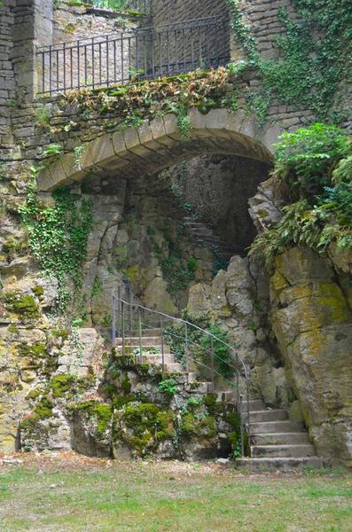 Enceinte, partie ouest, détail, escaliers menant à la terrasse supérieure