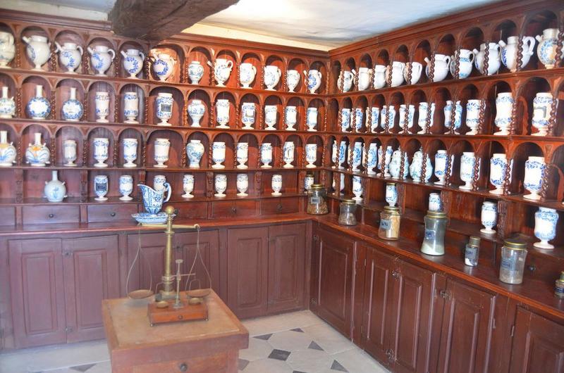 Pots à pharmacie (pots-canons), vue générale