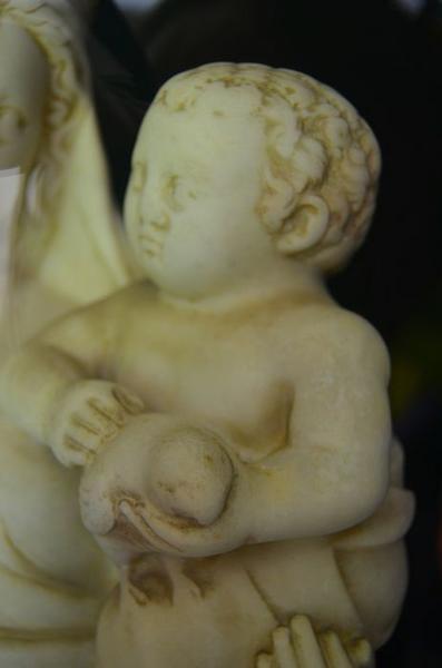 Statue : Vierge à l'Enfant, détail