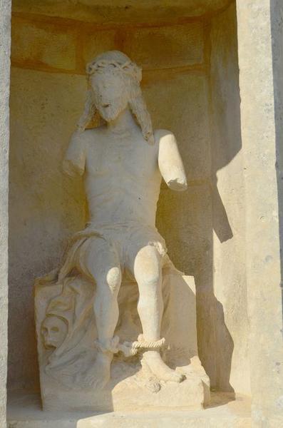 Statue : Christ de Pitié, vue générale