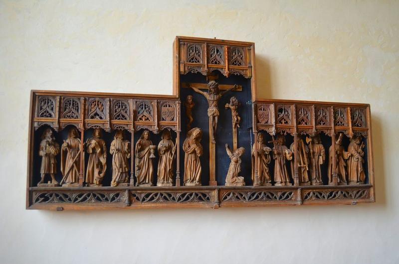 Retable : la Crucifixion et les apôtres, vue générale