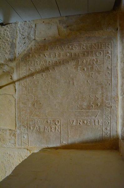 Dalle funéraire (fragment), vue générale