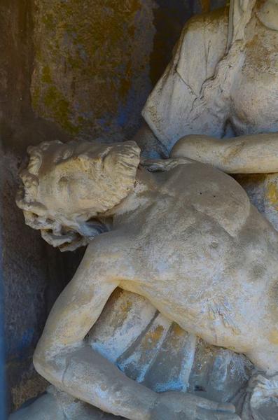Statue: Vierge de pitié, vue partielle