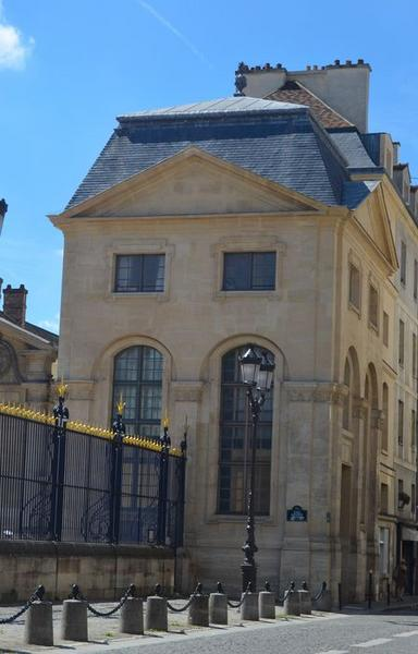Pavillon sud bordant la cour d'honneur, façades nord et ouest, vue générale